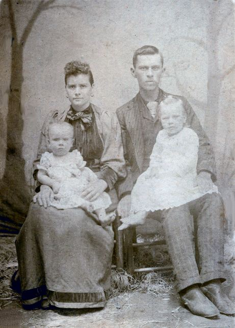 Arena Jeannette Butler Cole (1872-1944) and Stephen Alonzo Cole (1867-1941) with Eugenia Viana Cole and Carzy Clifford Cole.